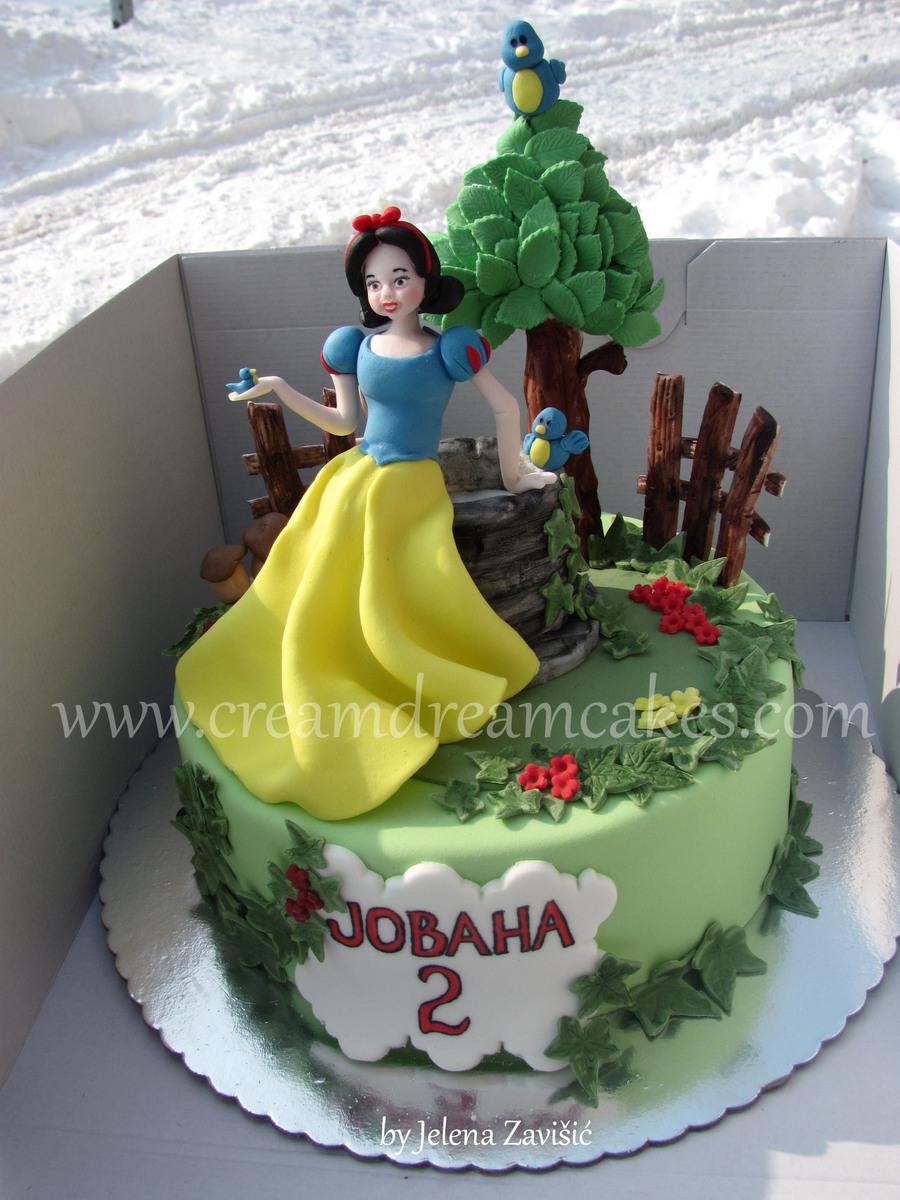 Snow White Cake Decorating