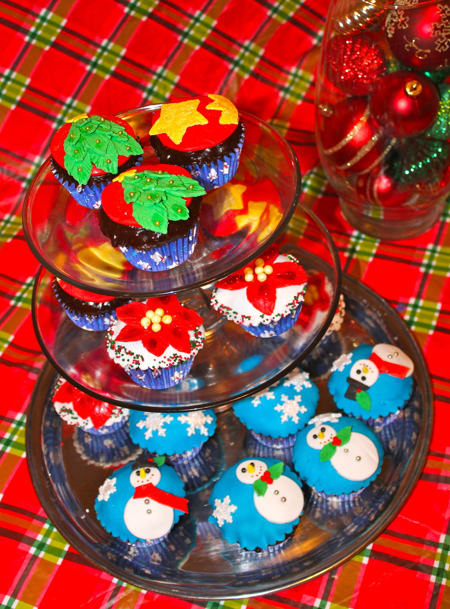 Christmas Cupcakes For My Family on Cake Central
