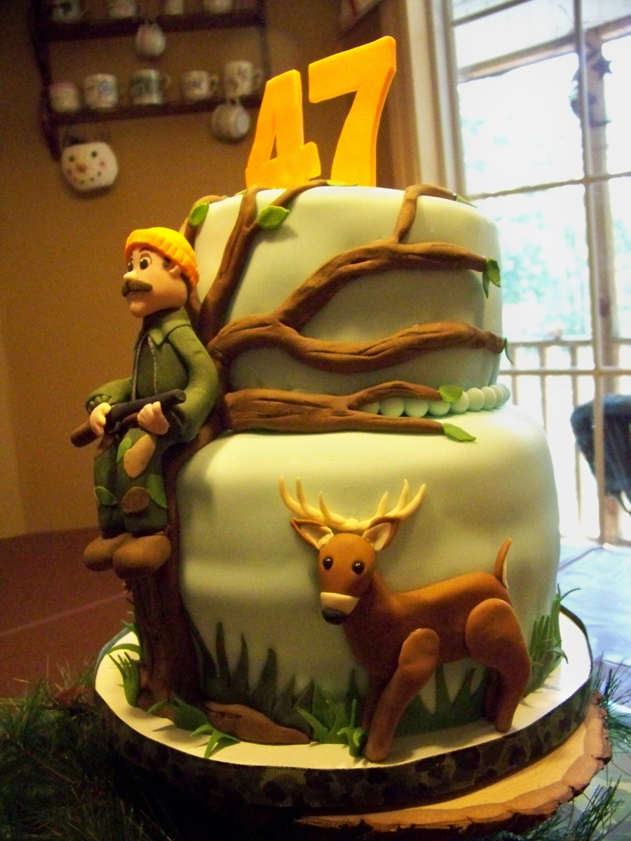 A Deer Hunters Birthday Cake CakeCentralcom