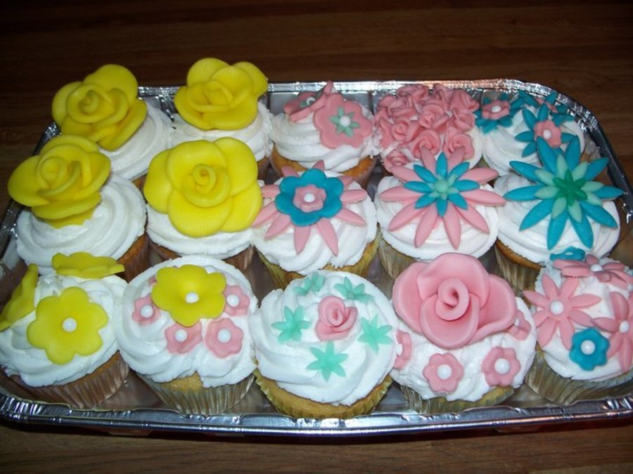 Cupcakes With Flowers on Cake Central