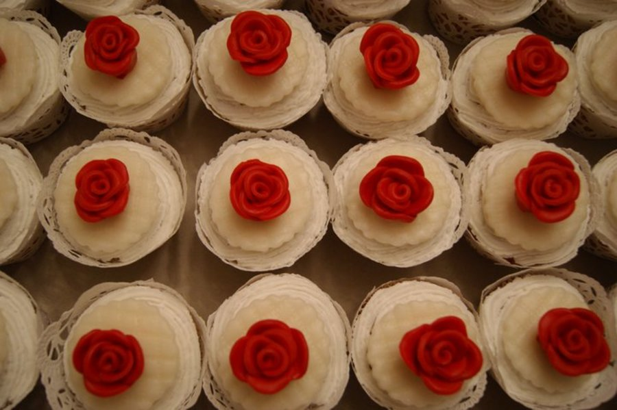Red Rose Cupcakes  on Cake Central