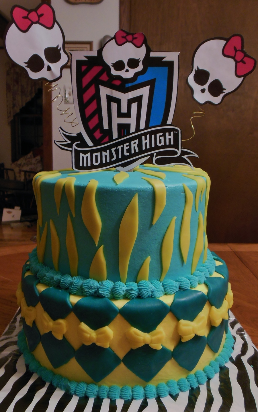Monster High Cake Birthday Girl Cant Have Red Dye So Had To Limit The Color Of The Icingfondant on Cake Central