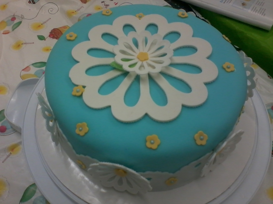Cricut Pattern Flower on Cake Central
