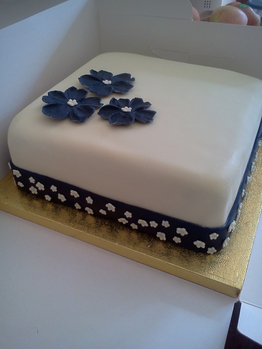 Single Tier Cake Stand White