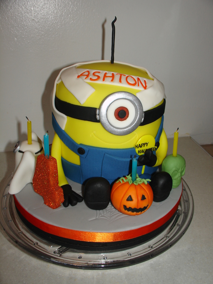 Halloween Minion Shape Fondant Cake Cakecentral Com