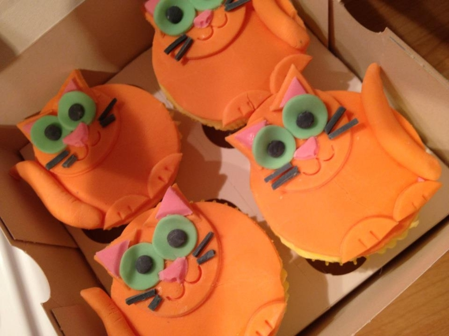 Cat Cupcakes  on Cake Central