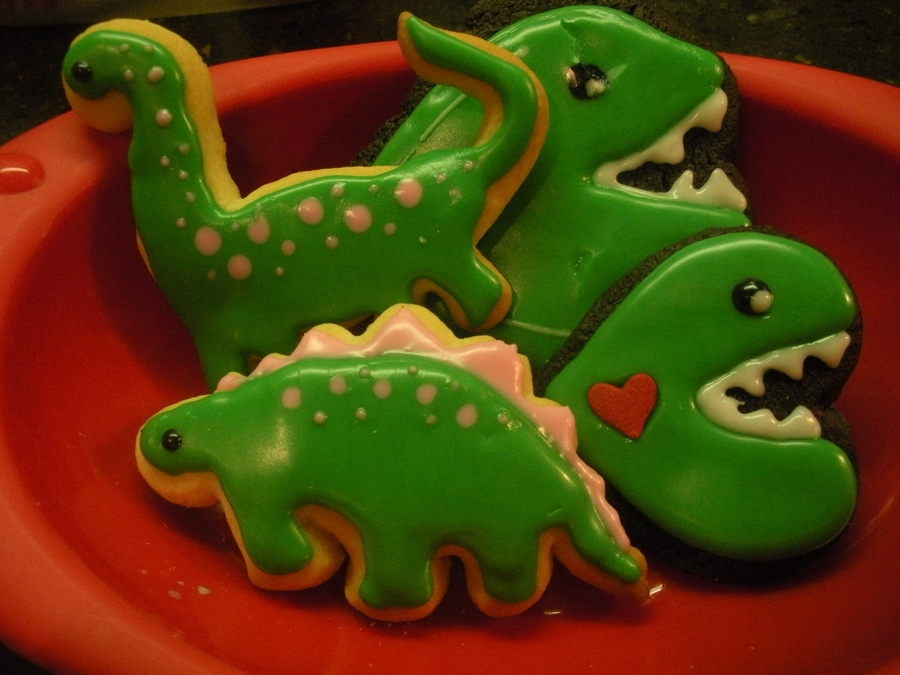 Dinosaurs With Glaze Icing on Cake Central