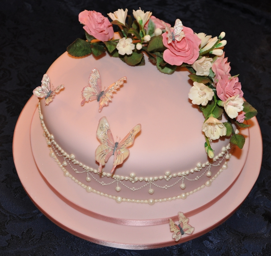 Royal Icing Cake Decorating Designs : Wedding Cake With Royal Icing Piping Flowerpaste Roses And ...