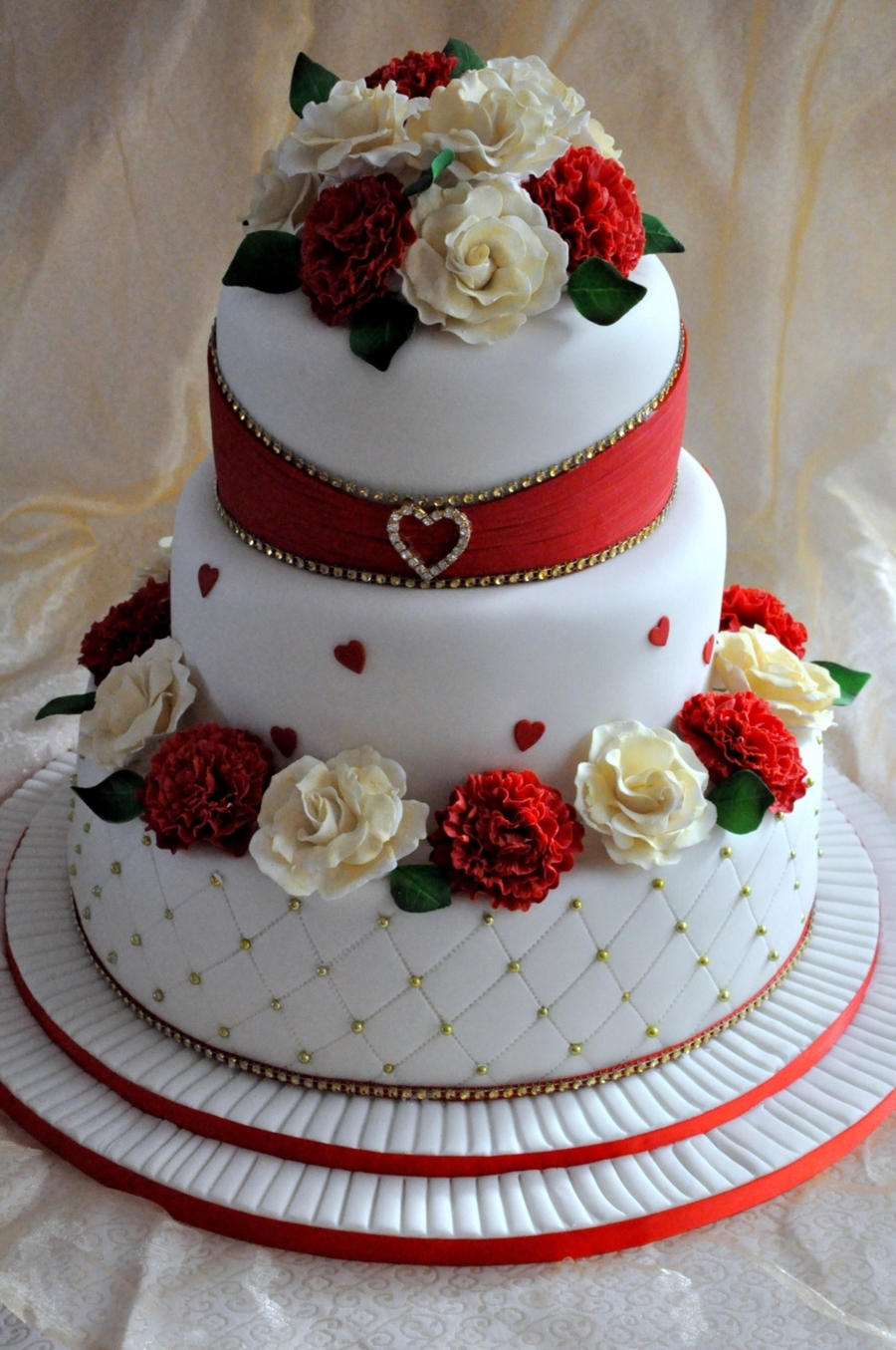 wedding cake with sugar carnations and roses. Black Bedroom Furniture Sets. Home Design Ideas