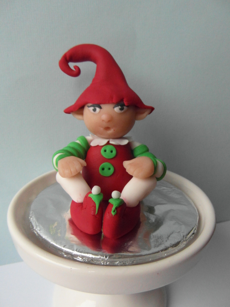 I Wanted Something A Little Modeling So Yesterday As The Christmas Elf Made For The First Timei Find Them Very Cute on Cake Central