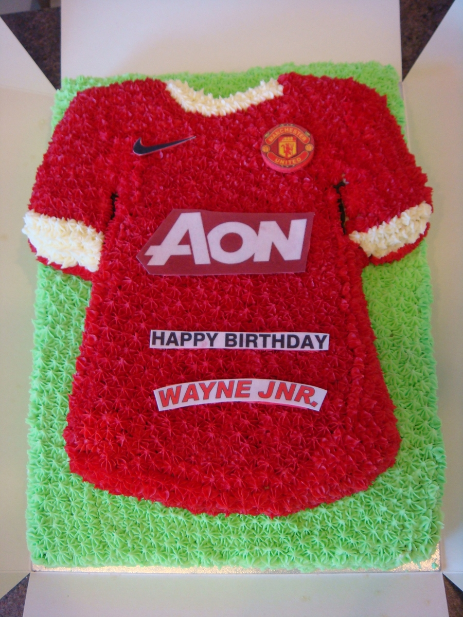 Cake Decorating Football Shirt : Football T-Shirt Cake - CakeCentral.com