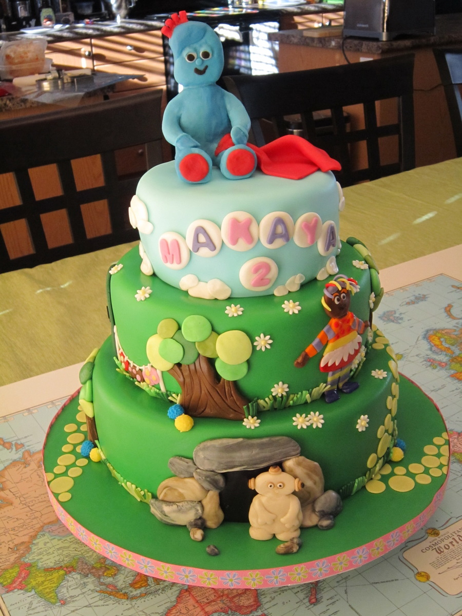 In The Night Garden 3 Tier Cake With Iggle Piggle Topper ...