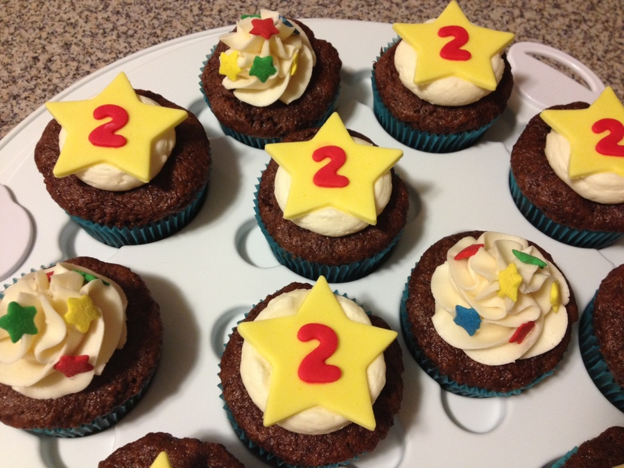 Star Birthday Cupcakes  on Cake Central