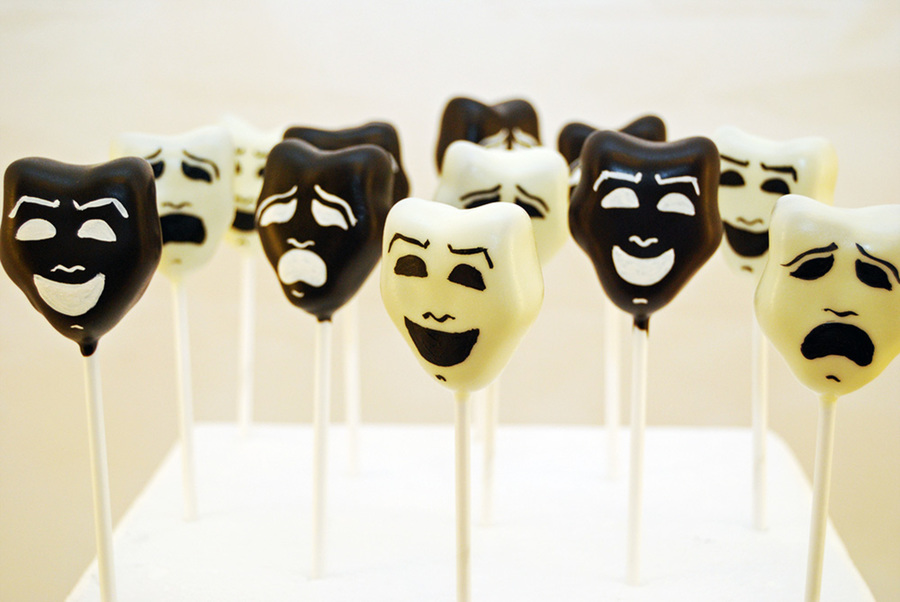 Comedy And Tragedy Mask Cake Pops Cakecentral Com