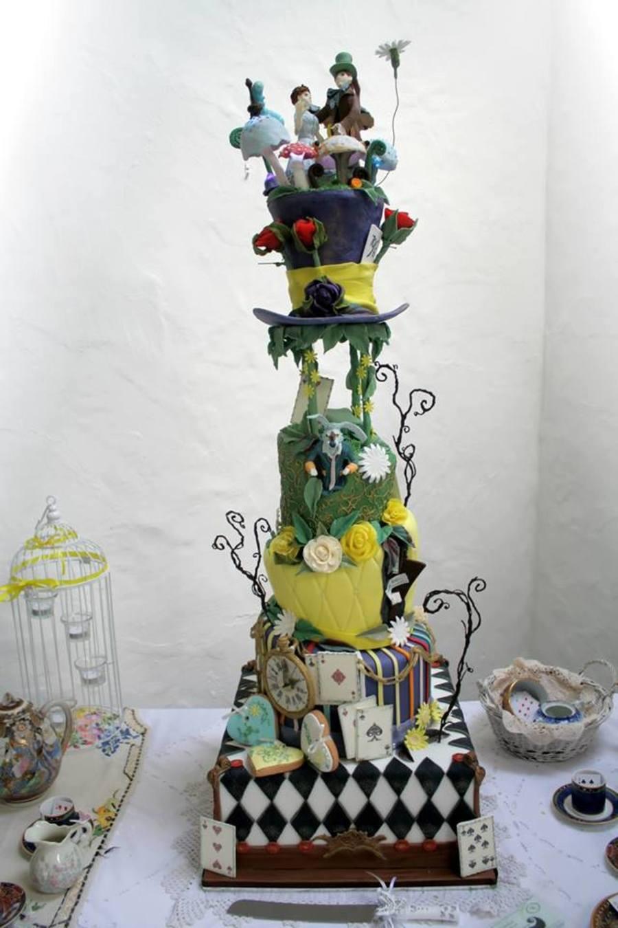 Alice In Wonderland Topsy Turvy Wedding Cake Cakecentral Com