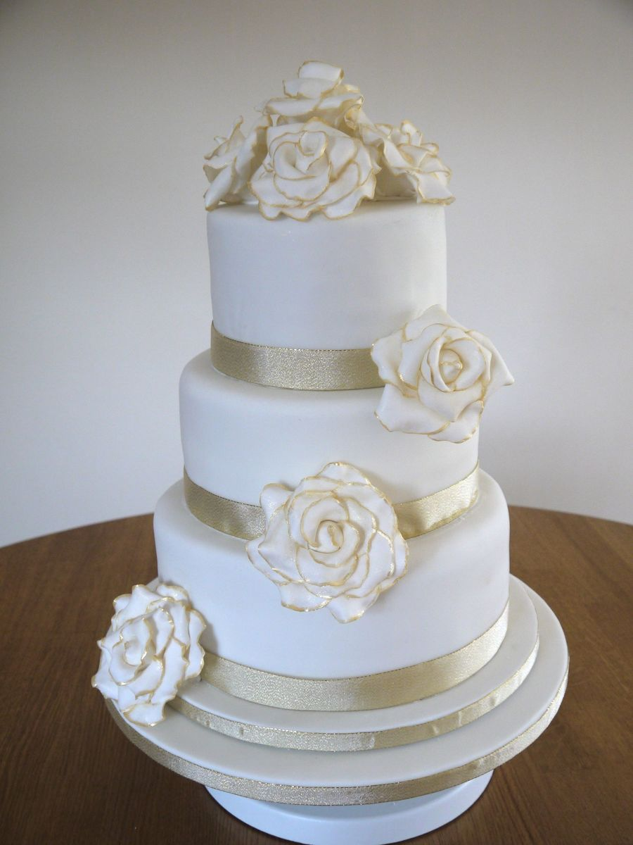 plain 3 tier wedding cake gold and roses cakecentral 18630