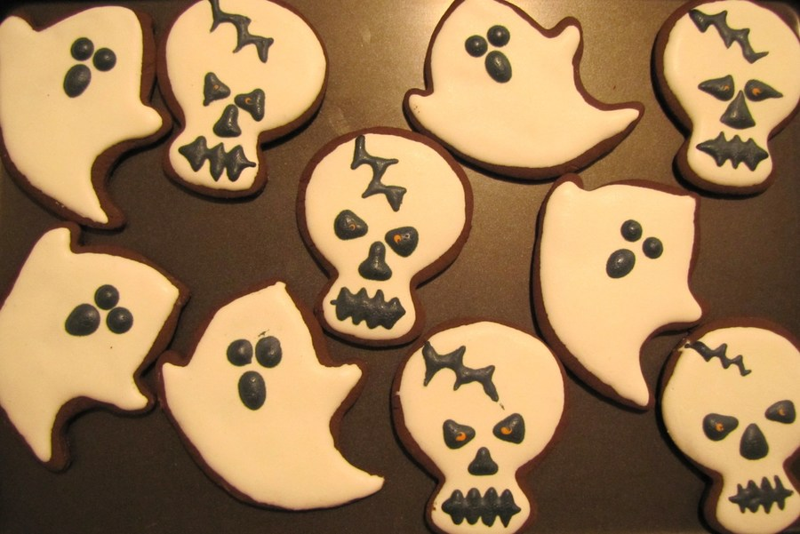 Skulls And Ghosts on Cake Central