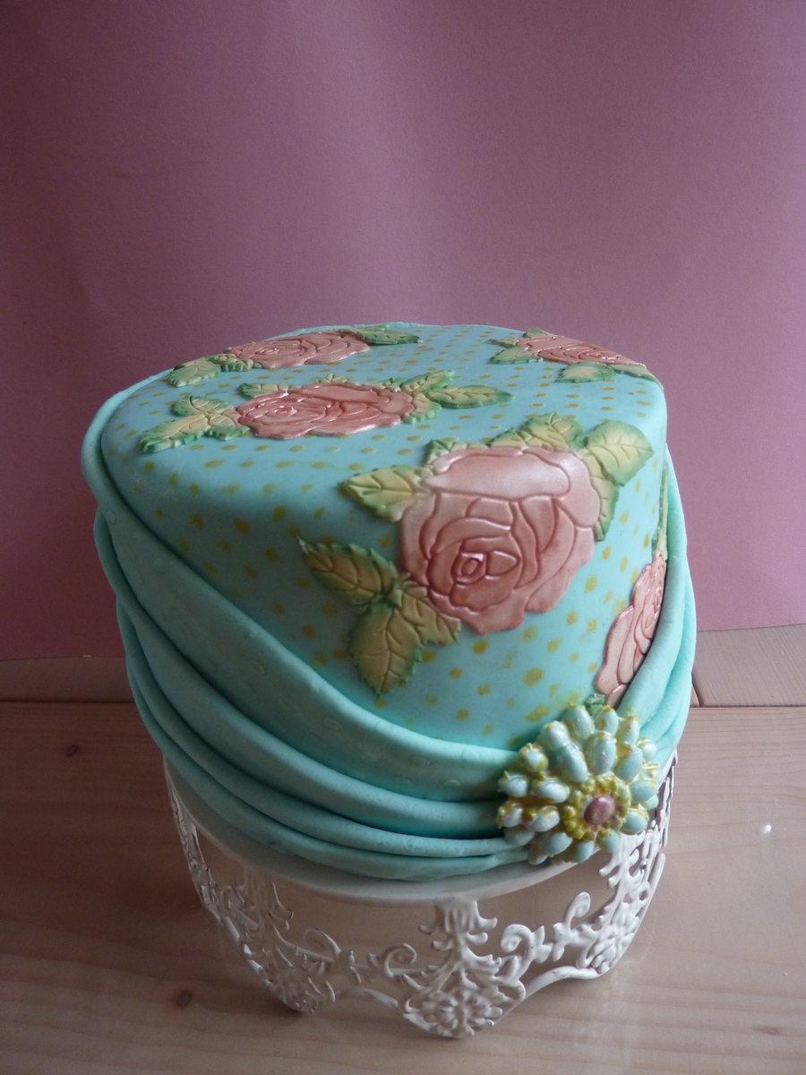 Vintage Tearose Dotted Cake on Cake Central