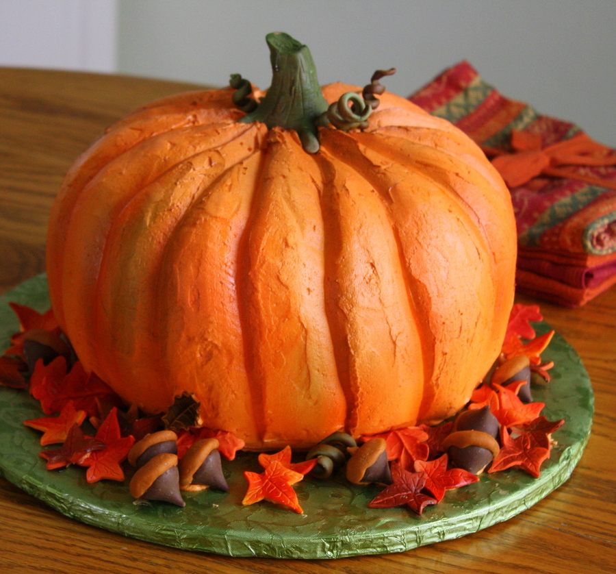 pumpkin shaped wedding cake pumpkin cake with leaves and curly vines 18839