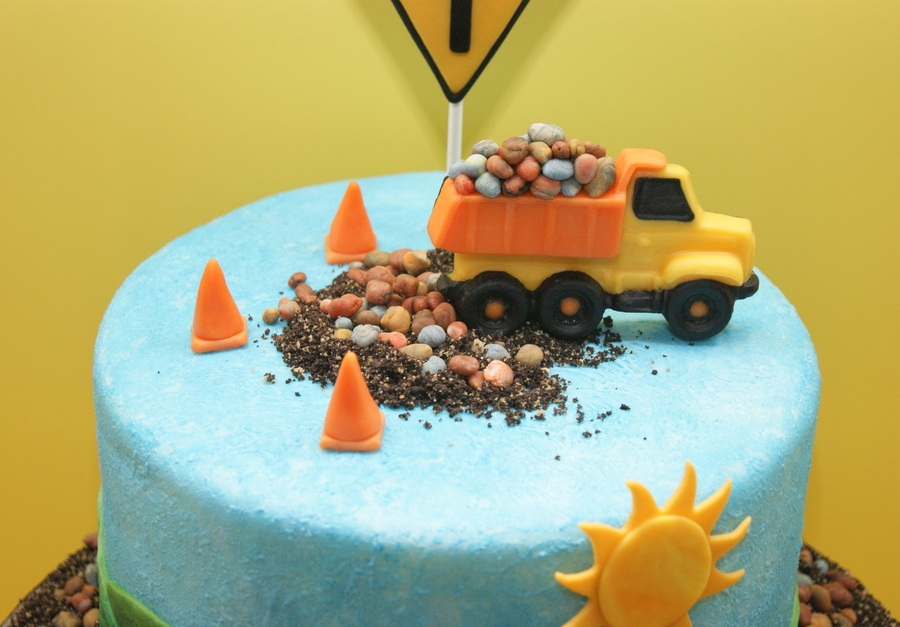My Dumptruck Birthday Cake - CakeCentral.com