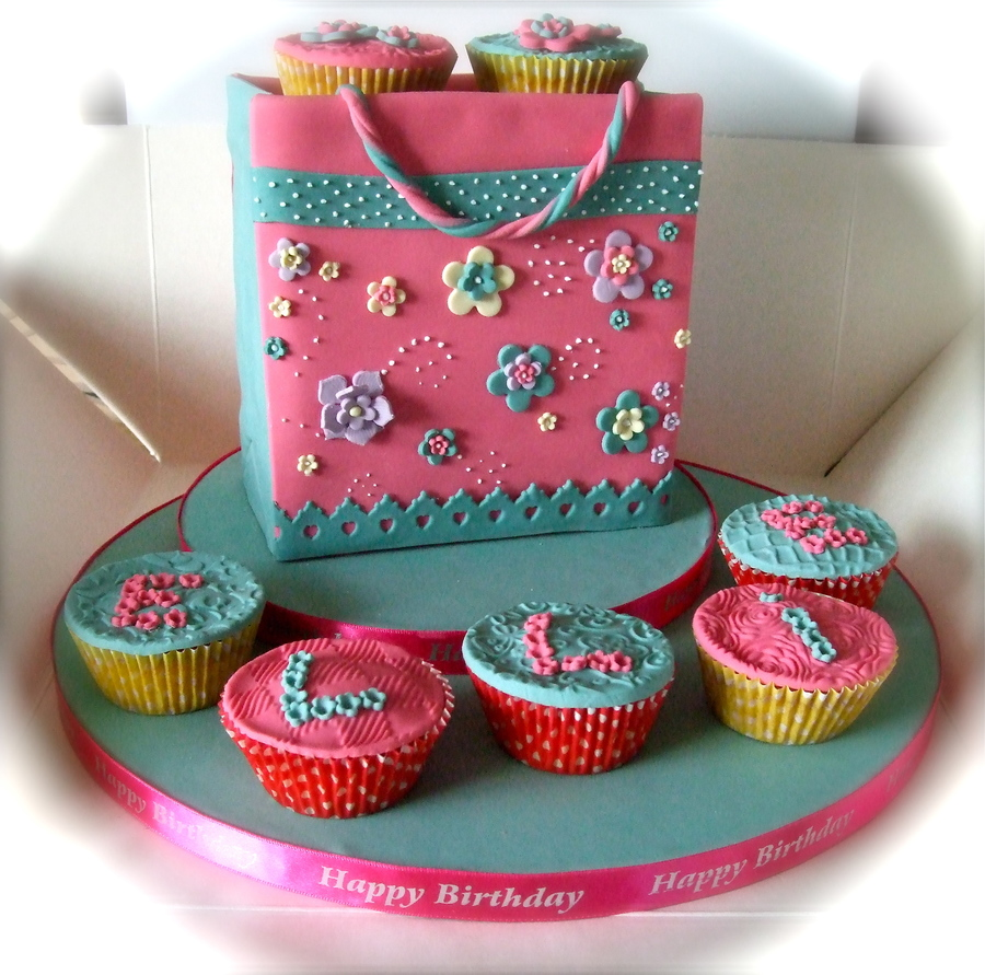 Cupcake Bag  on Cake Central