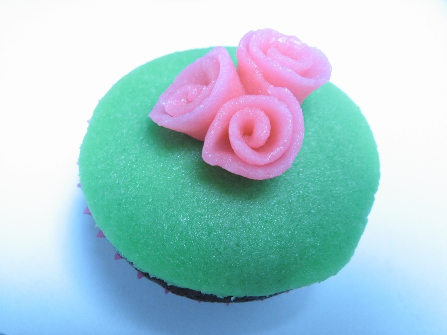 Pink Ribboned Green Mini-Cupcake on Cake Central
