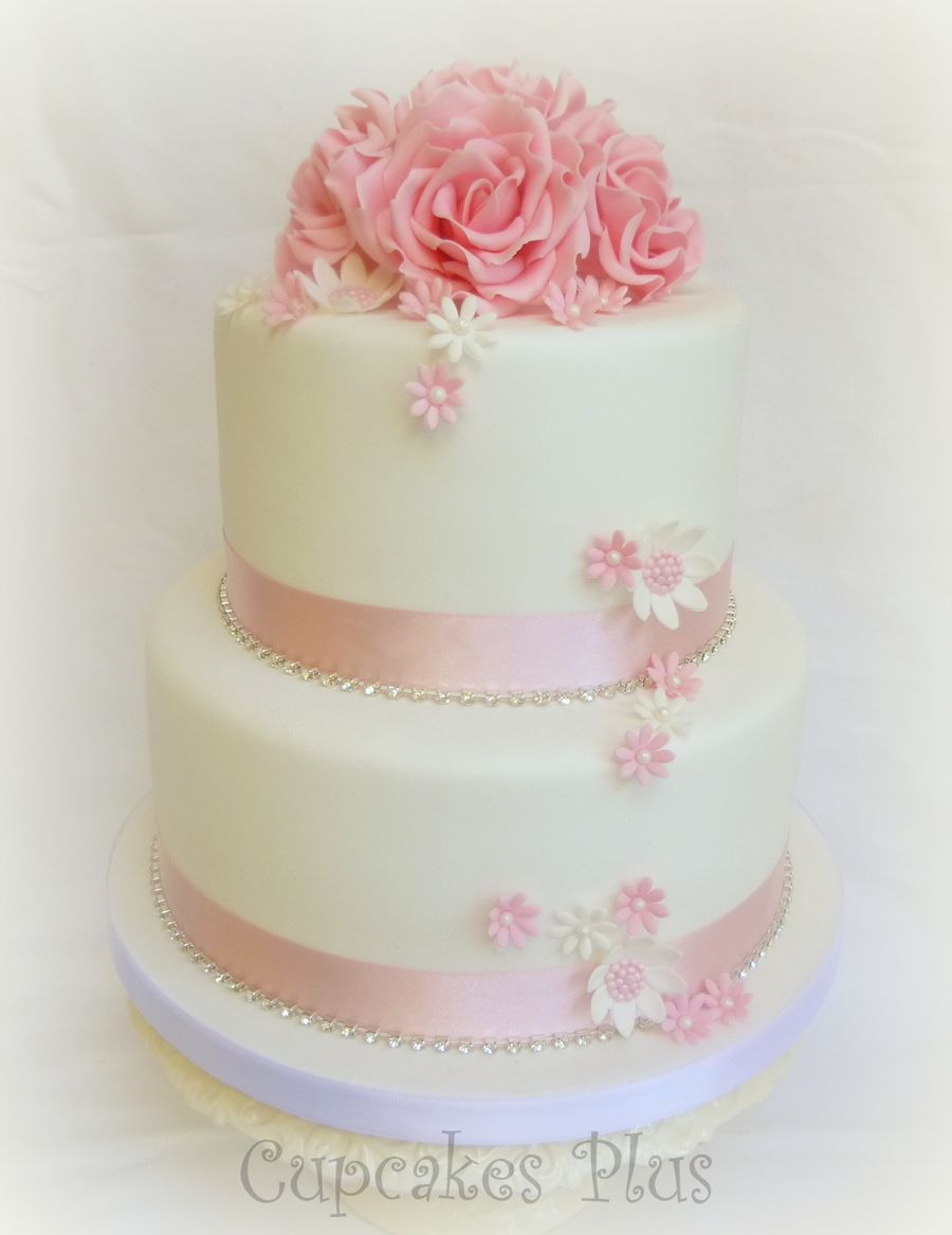 Rose And Daisy Wedding Cake And Cupcakes Cakecentral