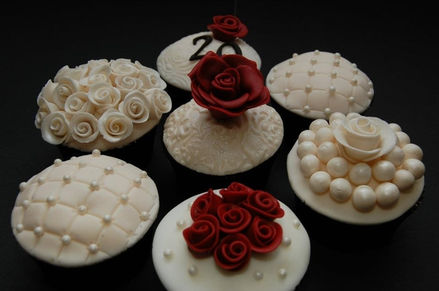 Cupcake Decorating Ideas For Anniversary : 20Th Wedding Anniversary Cupcakes - CakeCentral.com