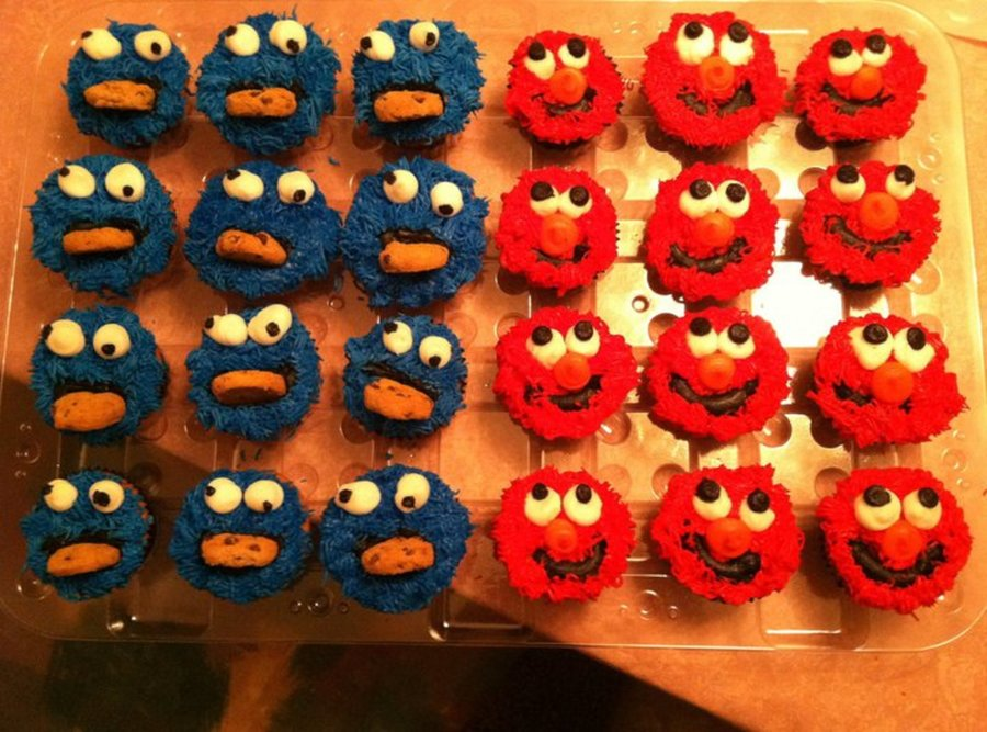 Cookie Monster And Elmo Cupcakes - CakeCentral.com