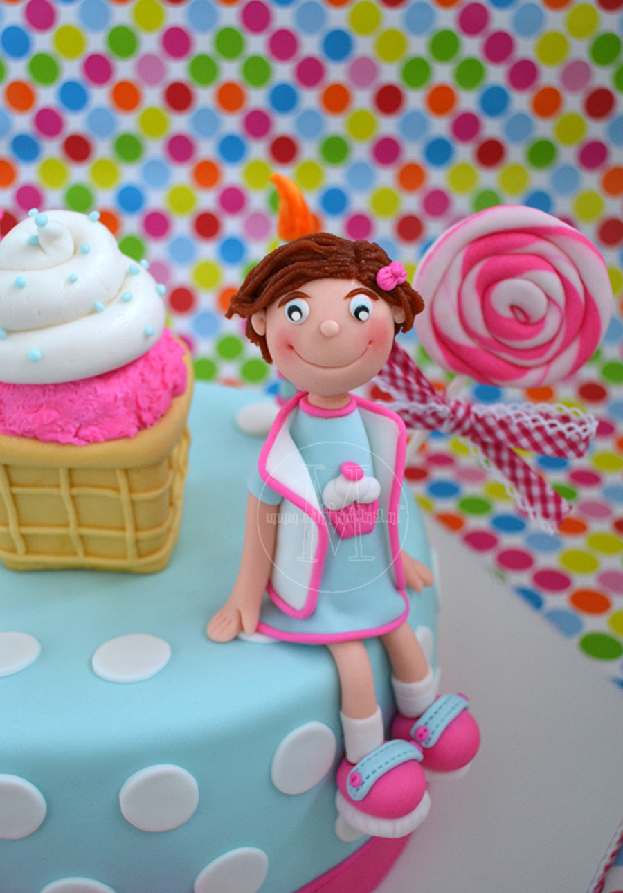 Little Girl on Cake Central