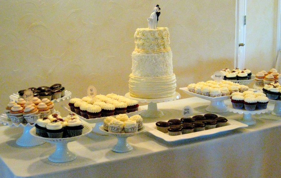 Vintage/shabby Chic Wedding Cake/cupcake Display - CakeCentral.com