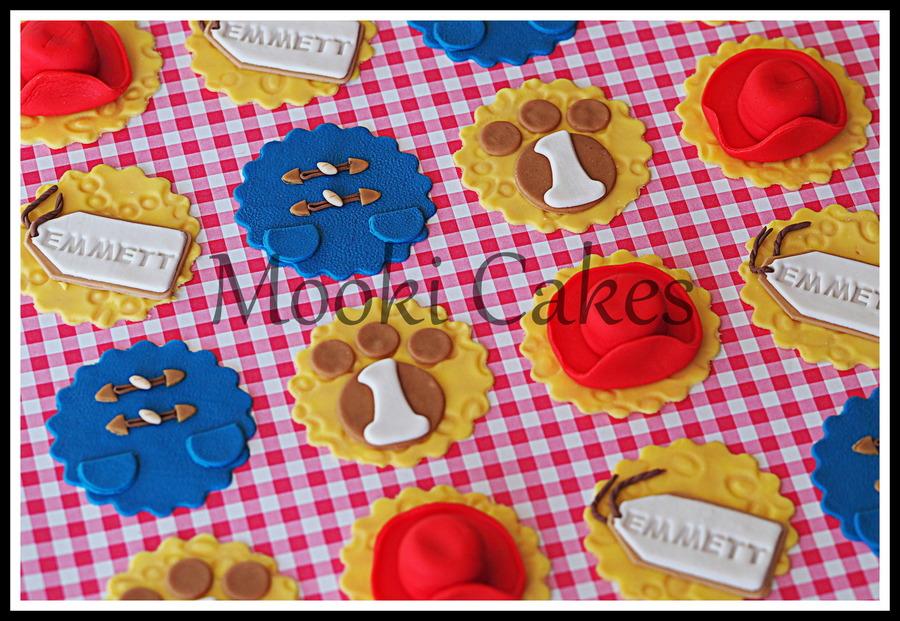Paddington Bear Themed Cupcake Toppers - CakeCentral.com