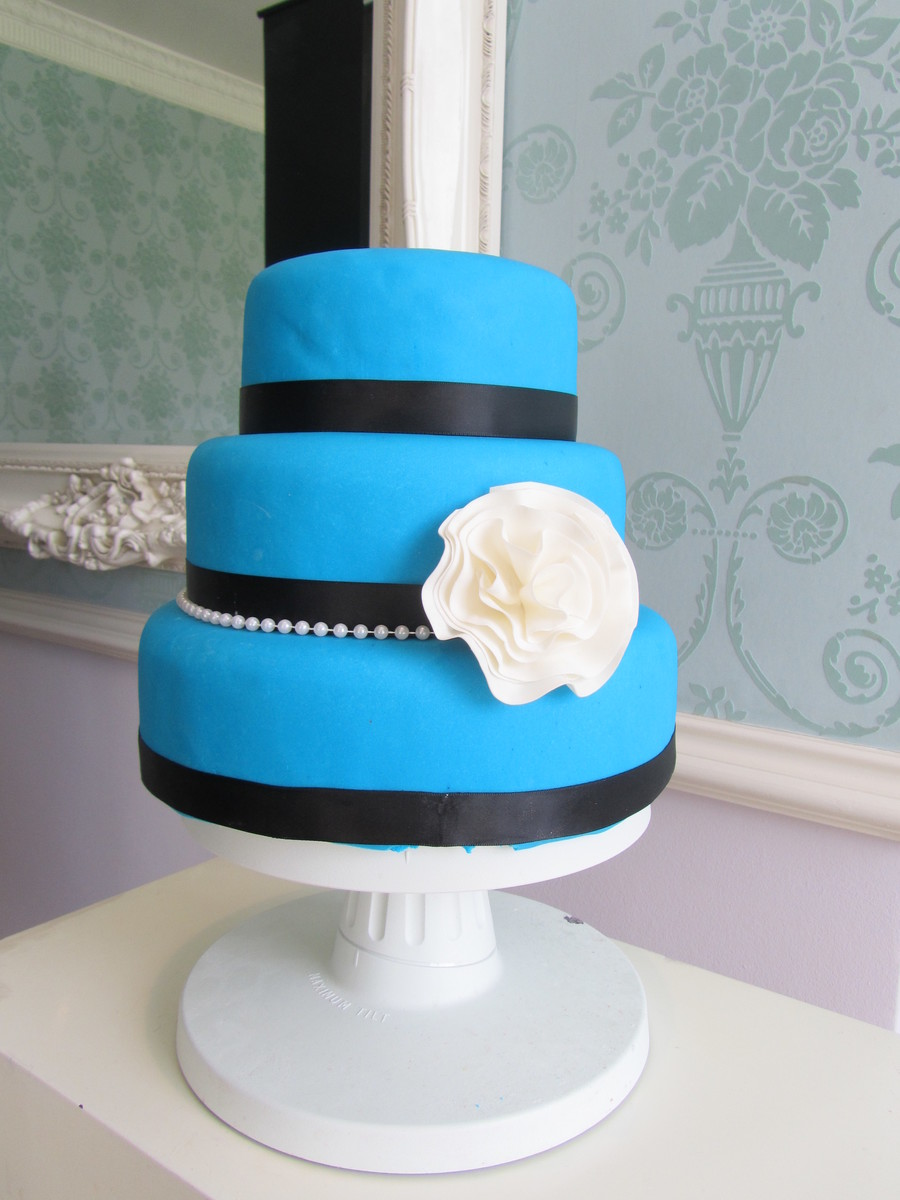 Blue With Flower on Cake Central