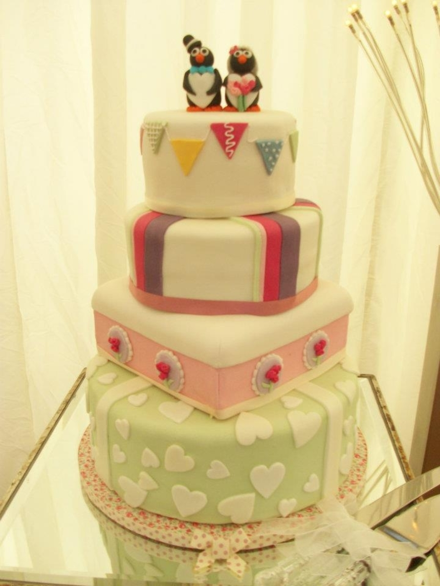quirky vintage wedding cake with bunting. Black Bedroom Furniture Sets. Home Design Ideas