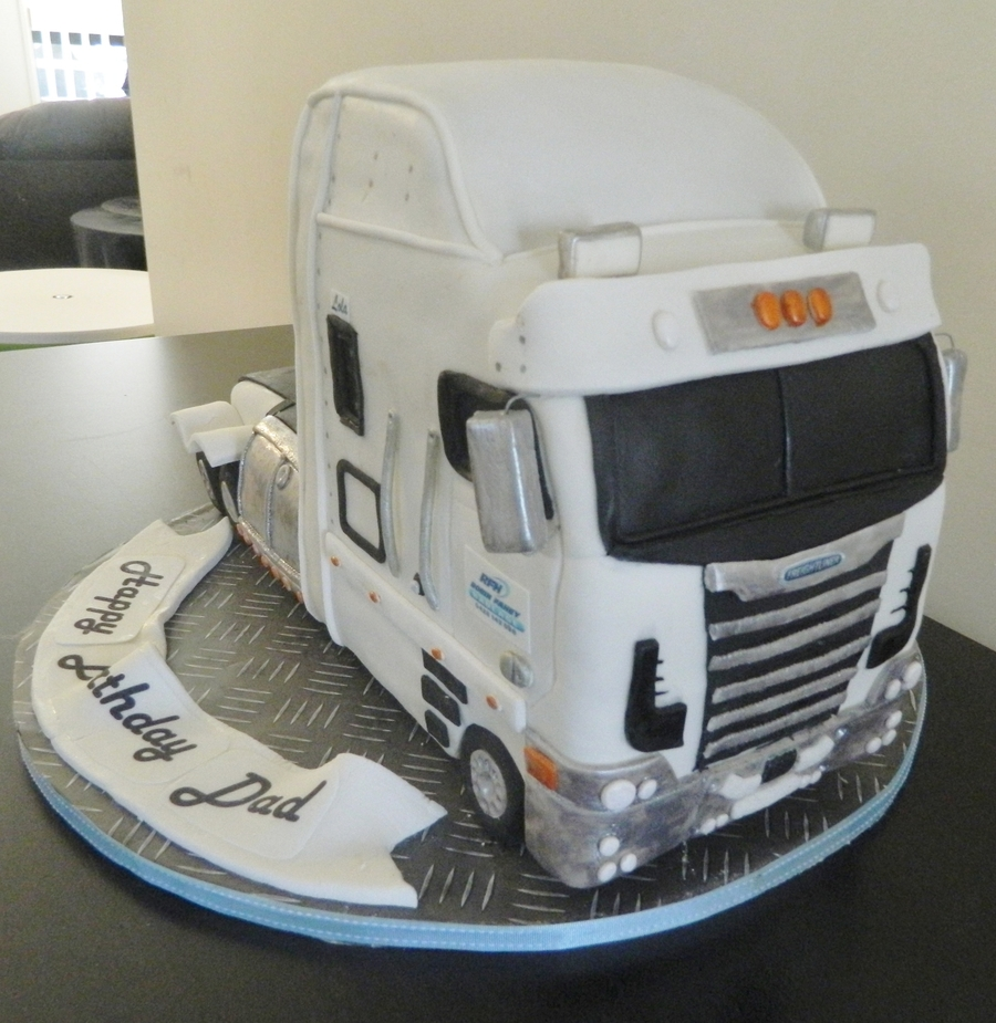 Freightliner on Cake Central