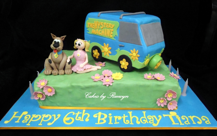 scooby doo and the mystery machine