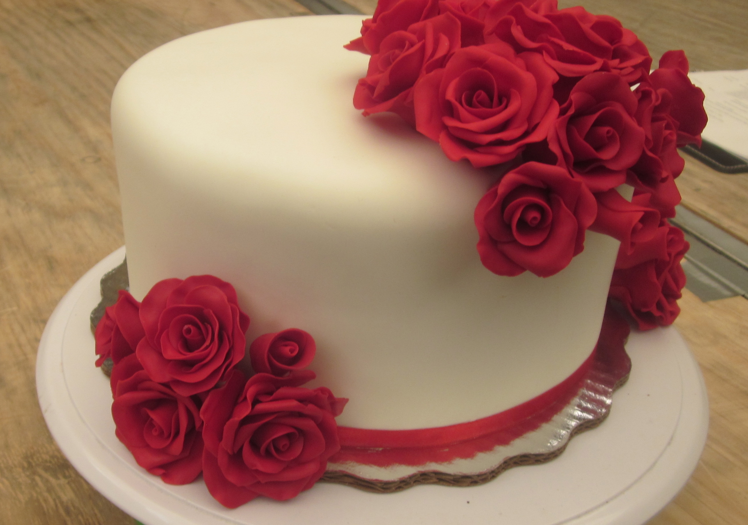 Buttercream Red Roses Cake