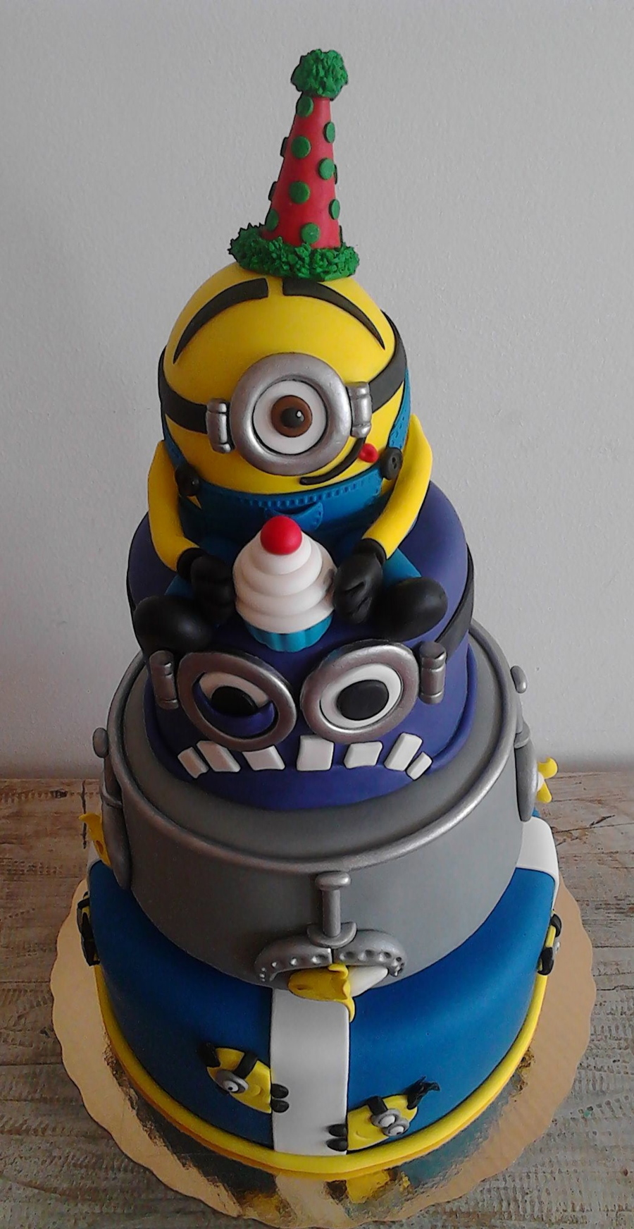 Minion Birthday Cake 3 Tiers Minion Yellow