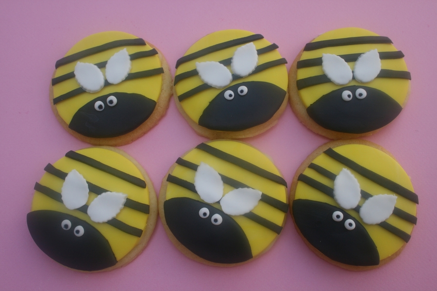 Bee Cookies on Cake Central