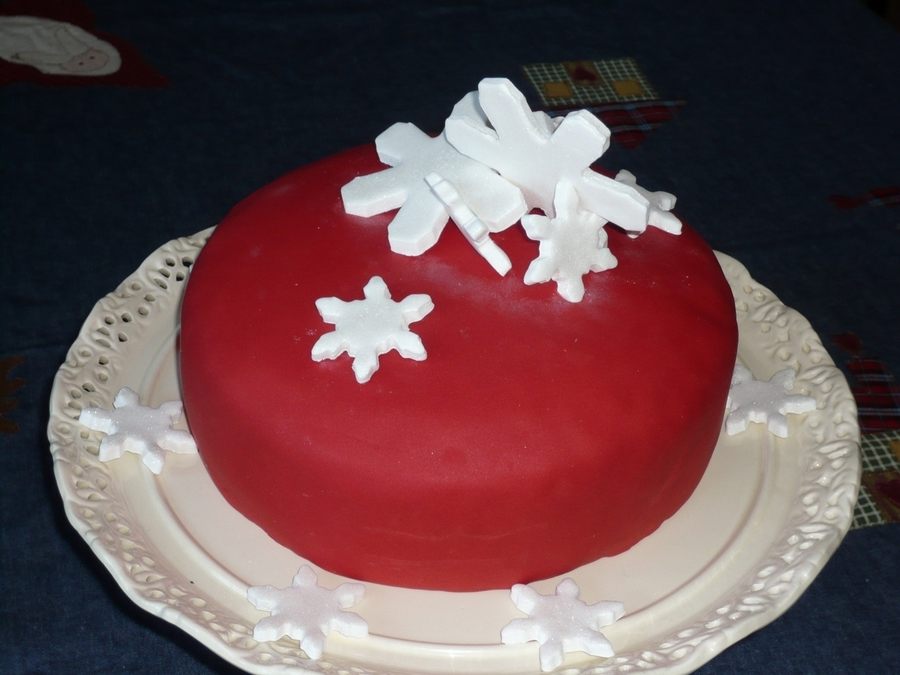 Snowflake Christmas Cake Images : Christmas Cake Snowflakes - CakeCentral.com
