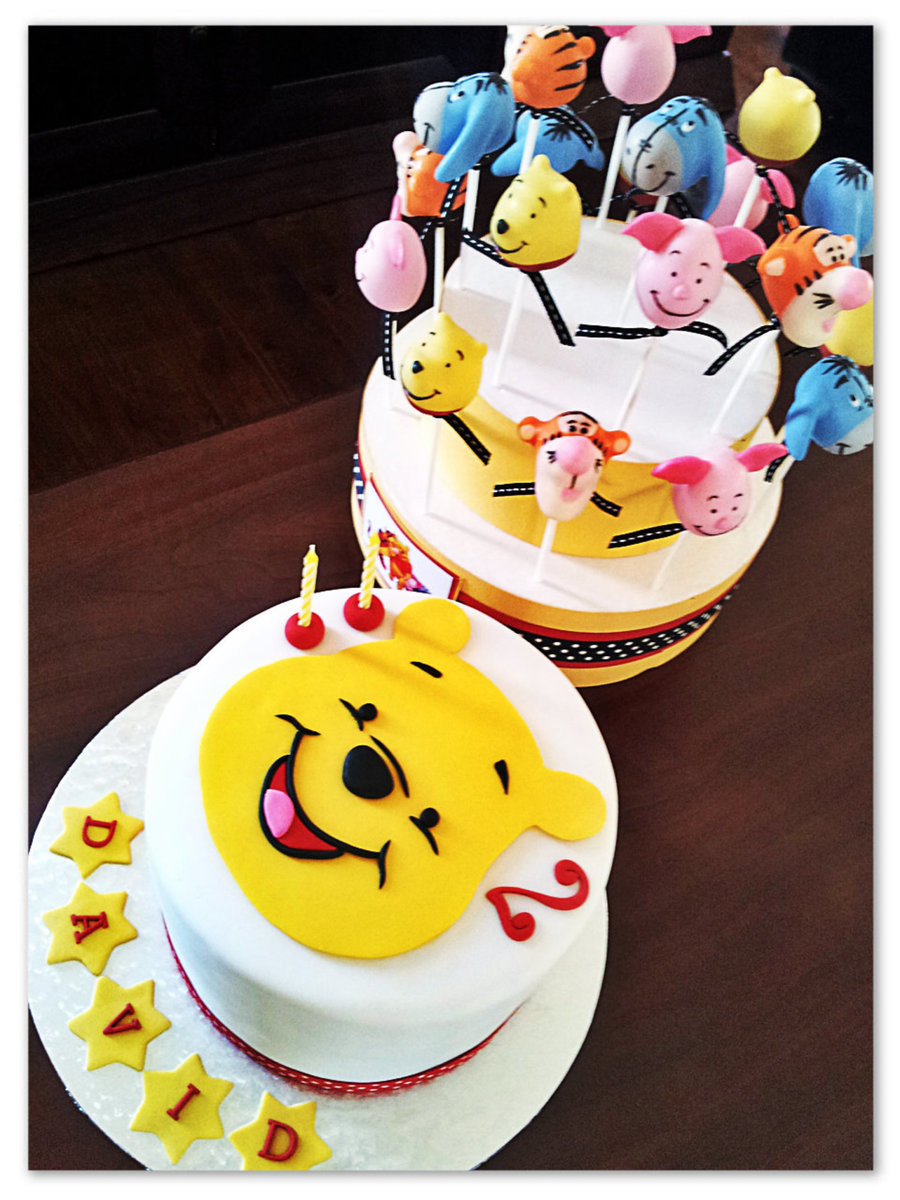 winnie the pooh cake and matching cake pops. Black Bedroom Furniture Sets. Home Design Ideas