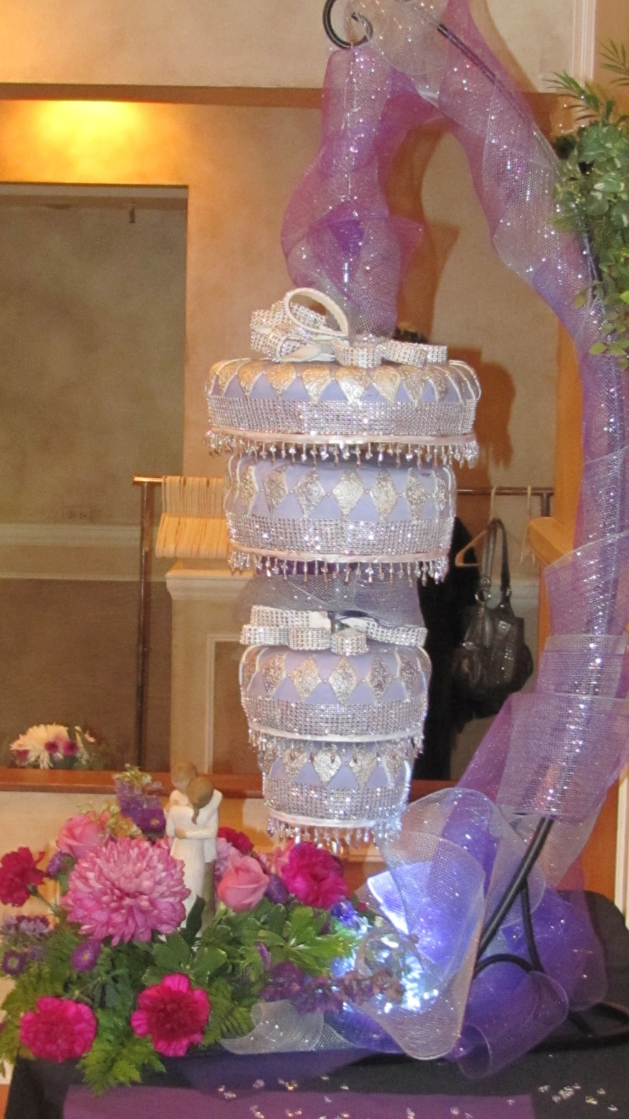 Chandelier wedding cake cakecentral arubaitofo Image collections