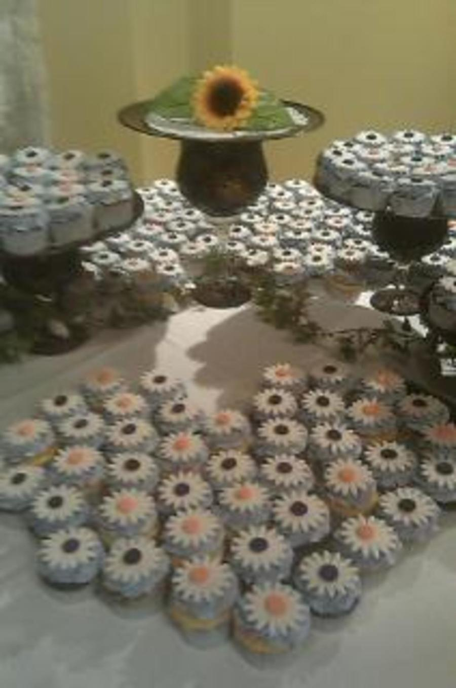 Sunflower Cupcakes For A Wedding on Cake Central