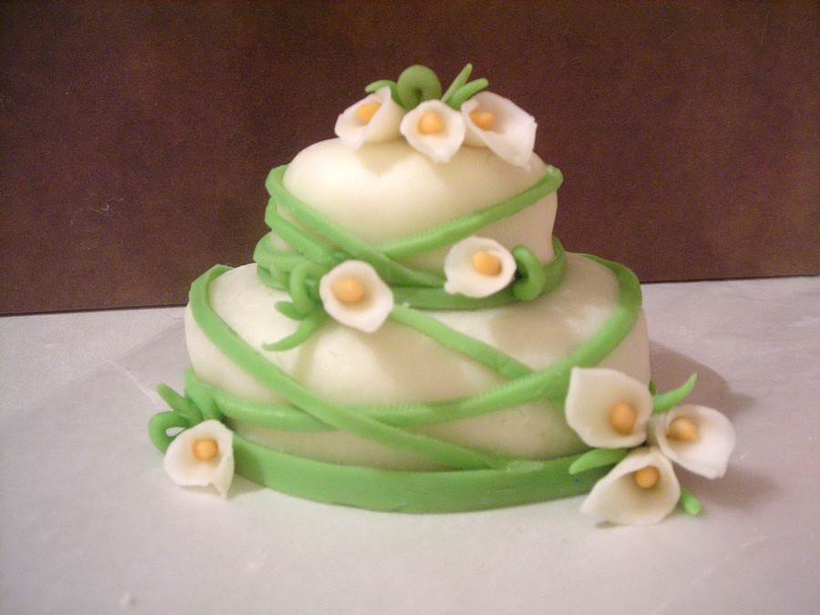 Mini Calla Lily on Cake Central