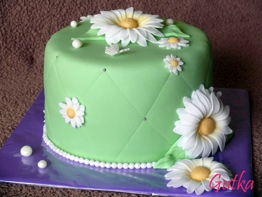 Green With Daisy on Cake Central