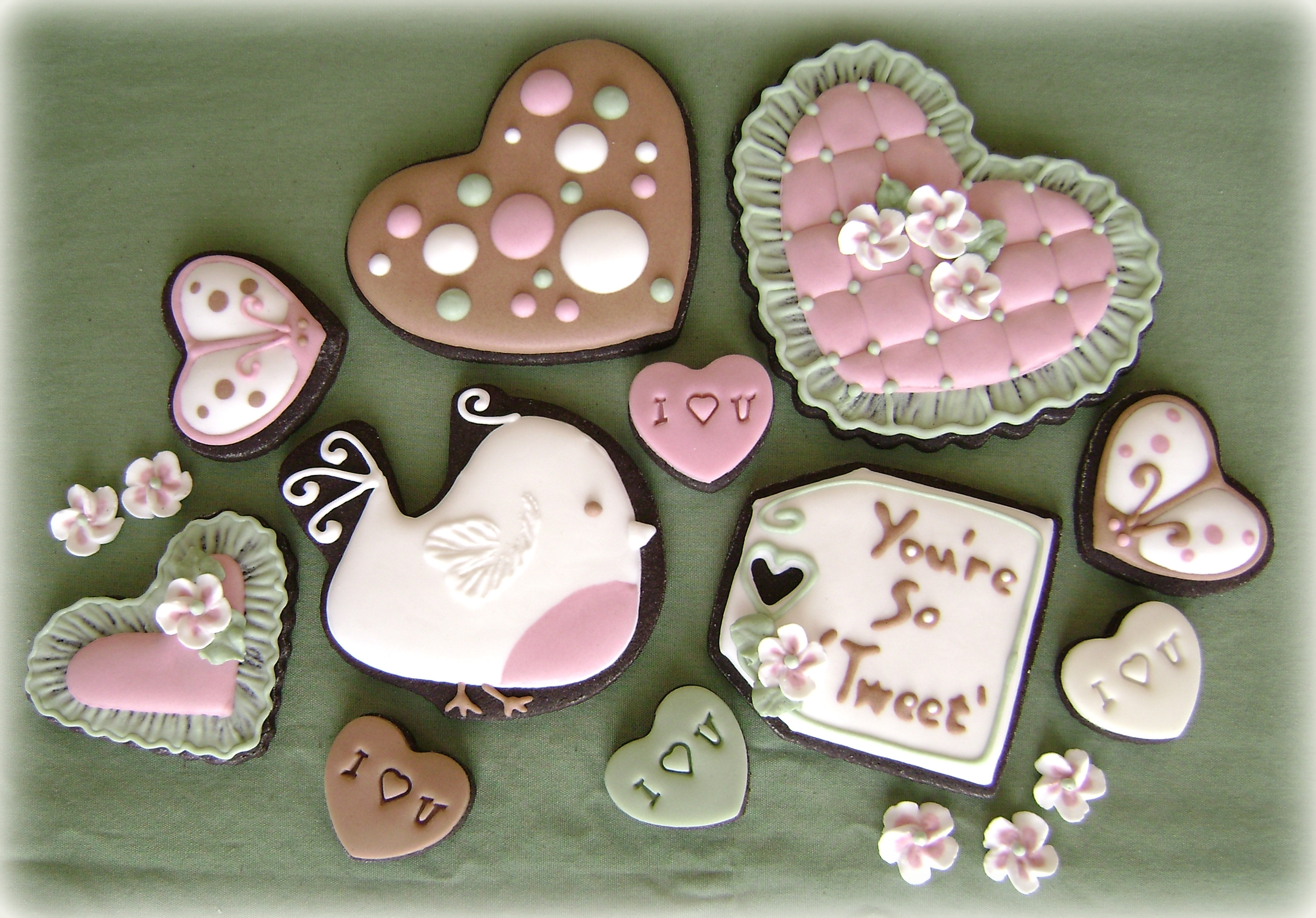 Valentine's Puns And Hearts - CakeCentral.com
