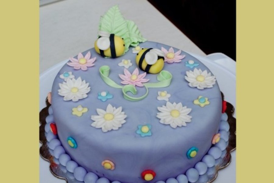 Bumble Cake on Cake Central