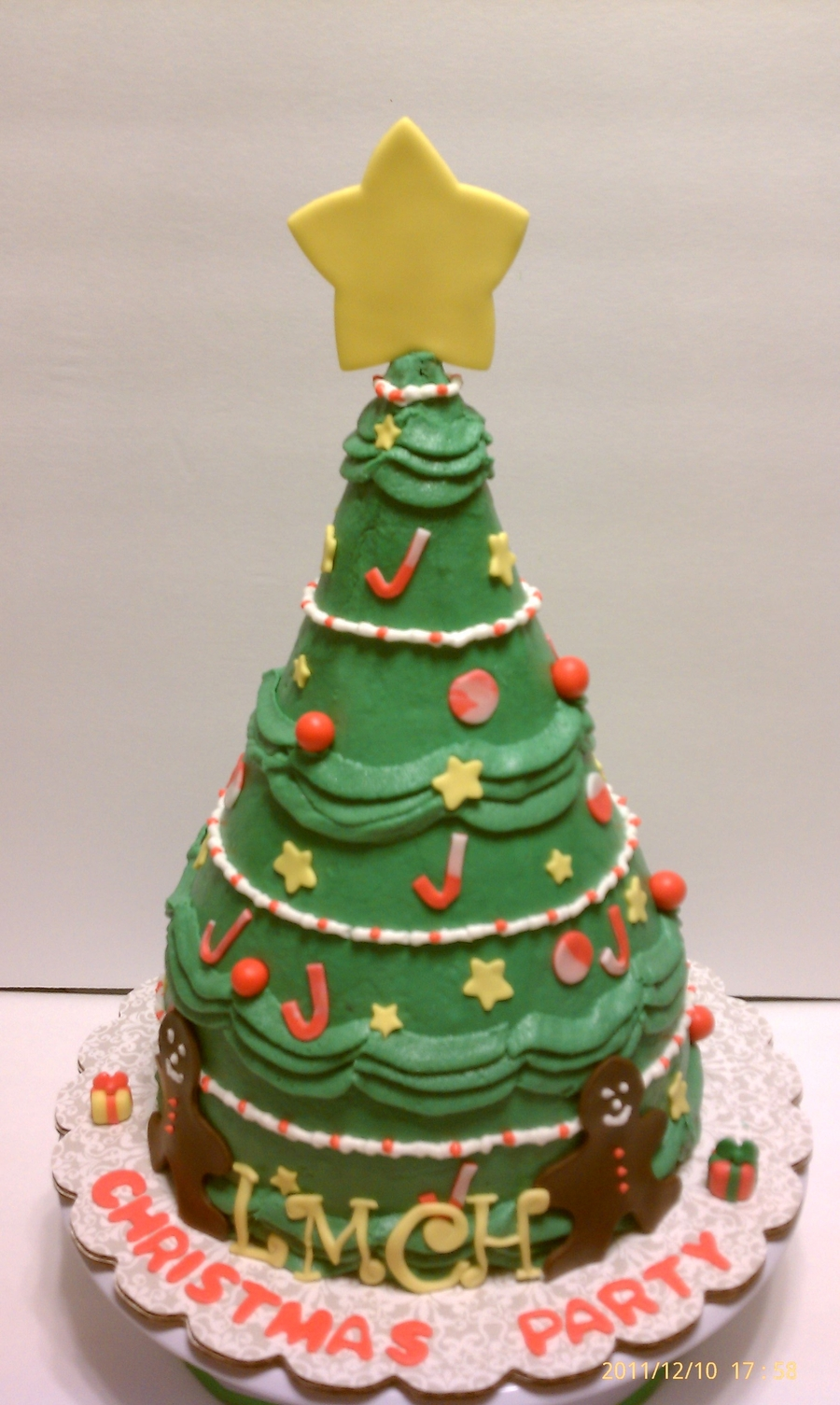 3D Christmas Tree Cake on Cake Central