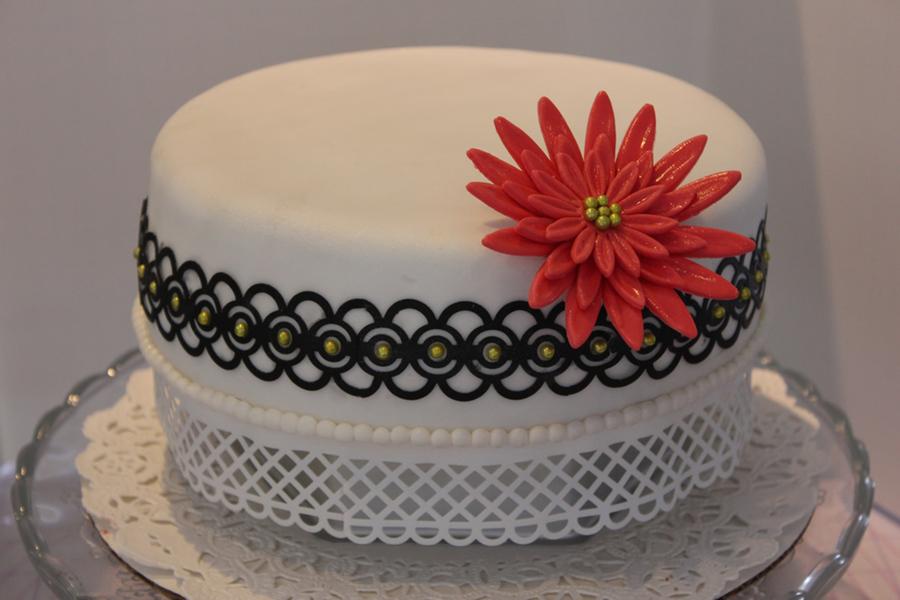 Elegant Christmas Cake Decoration : Elegant Christmas Cake Practicing With Paper Punches ...