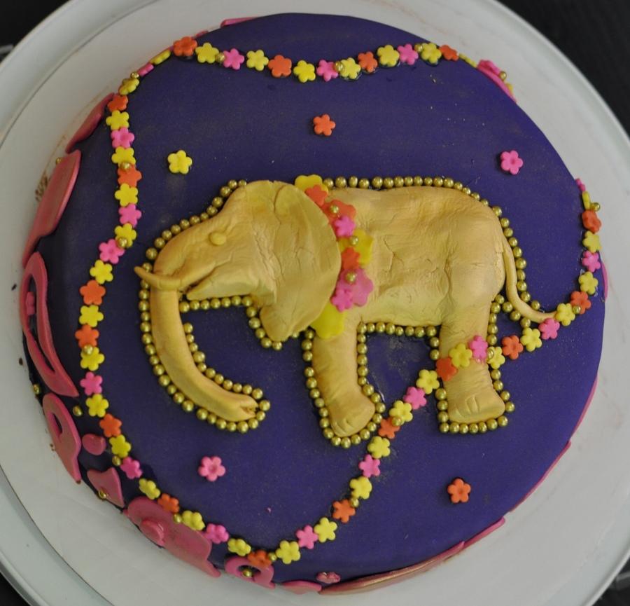 How To Fondant A Elephant Cake